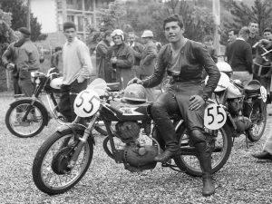 giacomo-agostini-1961-secondo-class-settebello-175-di-serie-1962-morini-175-trento-bondone-record-1339